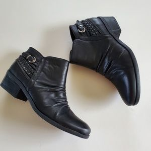 Bare Traps ankle booties size 10